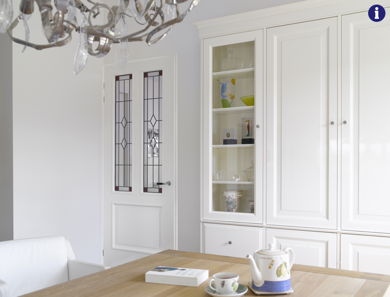 klassieke binnendeur met glas en lood kleuren