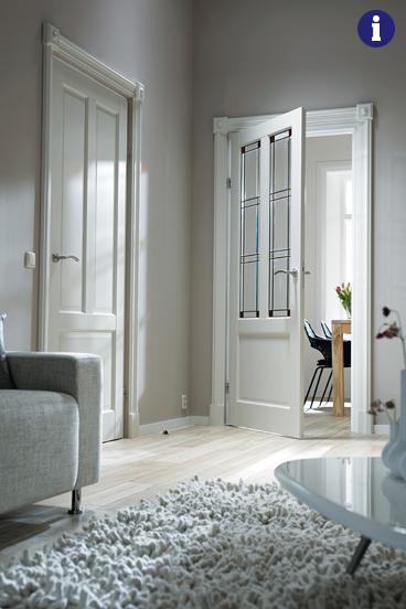 klassieke binnendeur met gekleurd glas en lood
