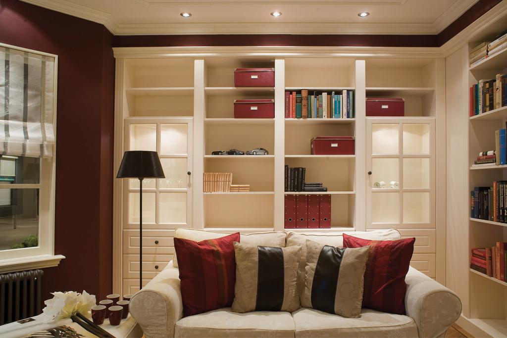 boekenkast design 3 klassieke boekenkasten met hoge plint klassieke ...