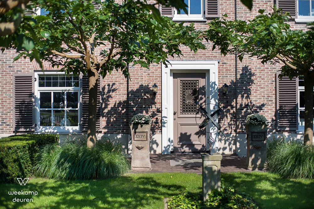Klassieke voordeur bruin